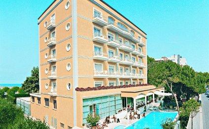 Отель, состоящий из 116